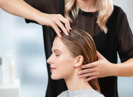 Drei verwöhnende Kopfhautmassagen